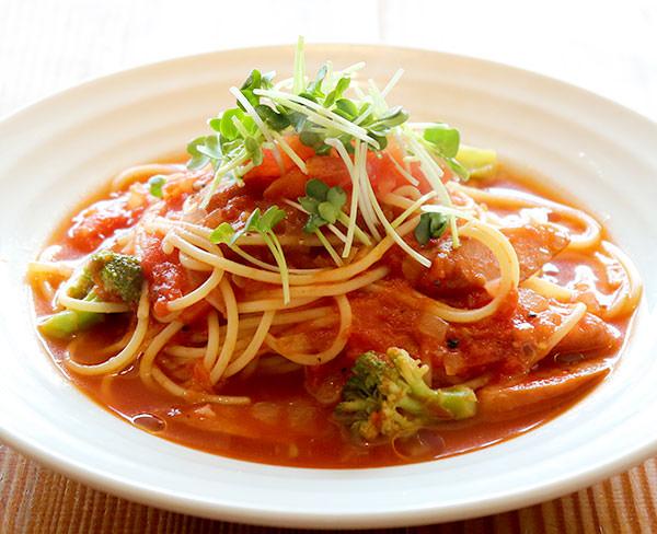 ソーセージ&ブロッコリーのトマトパスタ