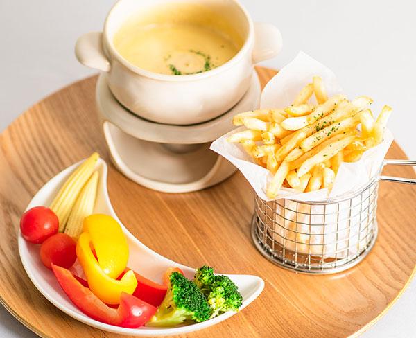 野菜とポテトのチーズフォンデュ  1,080円