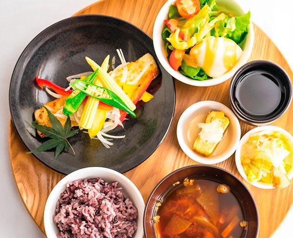 彩り野菜と白身魚の黒胡椒焼きセット  1,480円