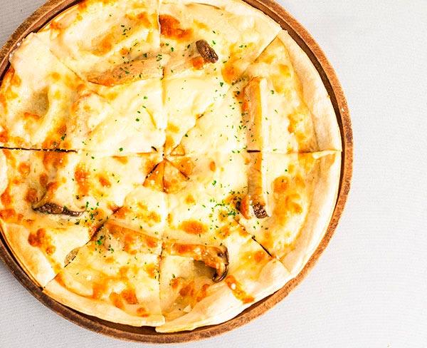 きのこのフォンデュチーズピザ  1,180円