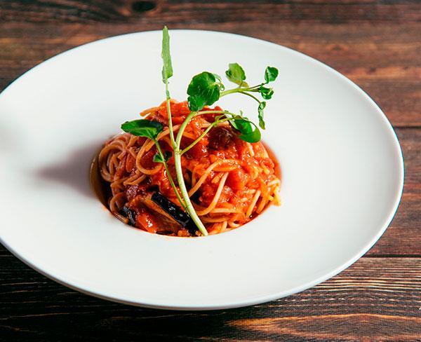 蒸し鶏と白菜の白味噌クリームパスタ